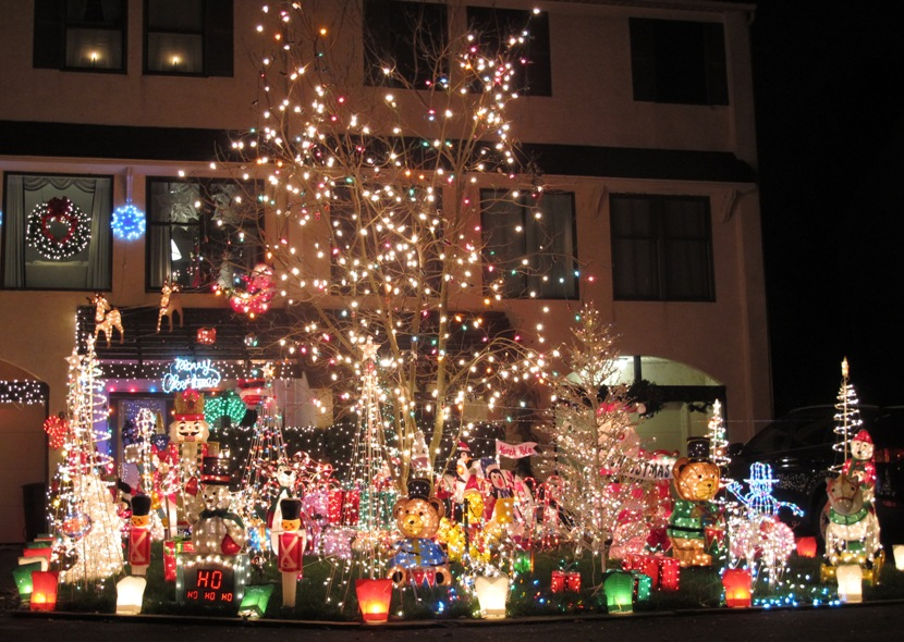 Wallingford PA Real Estate - Wallingford PA - Avondale Springs Townhomes - Niblick Lane Christmas Light Display