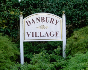 Wallingford PA Real Estate - Wallingford PA - Danbury Village Condominiums Sign